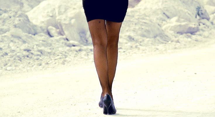 Синяки на ногах без причины у женщин