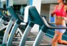 Кардио-тренировка для сжигания жира в тренажерном зале для девушек